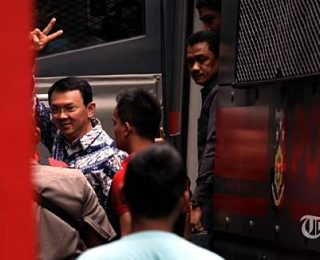 """Viewing the Case of """"Ahok vs Conservative Islamic Groups"""" through The Lense of Agonistic Democracy"""