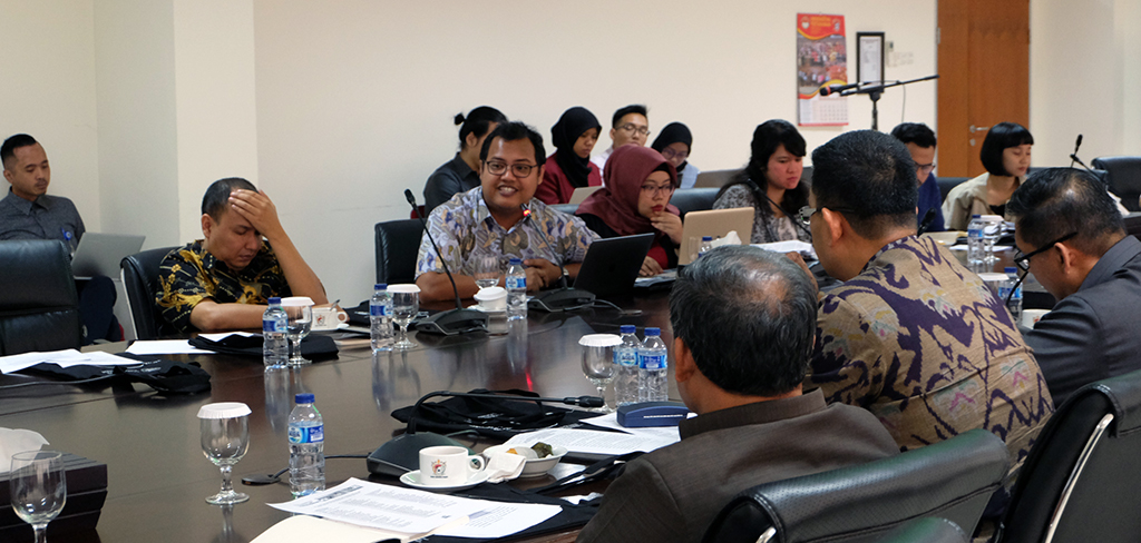 Focus Group Discussion Convention on Cluster Munitions IIS KEMLU